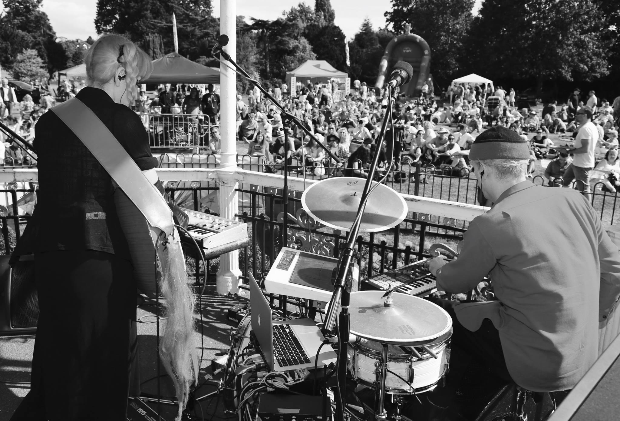 raf-and-o-live-at-bowies-beckenham-oddity-aka-memory-of-a-free-festival